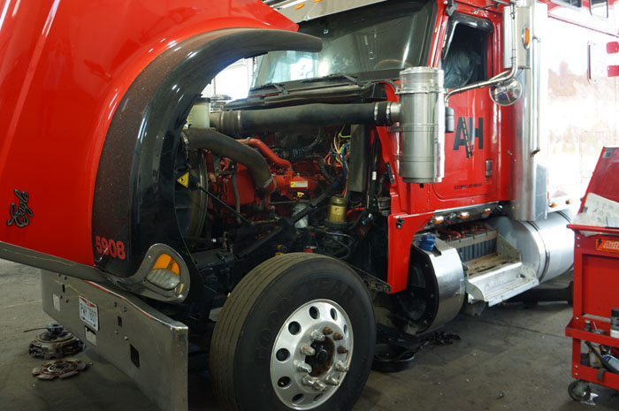 semi-truck-and-trailer-repair-cleveland-engine-overhaul-rebuild